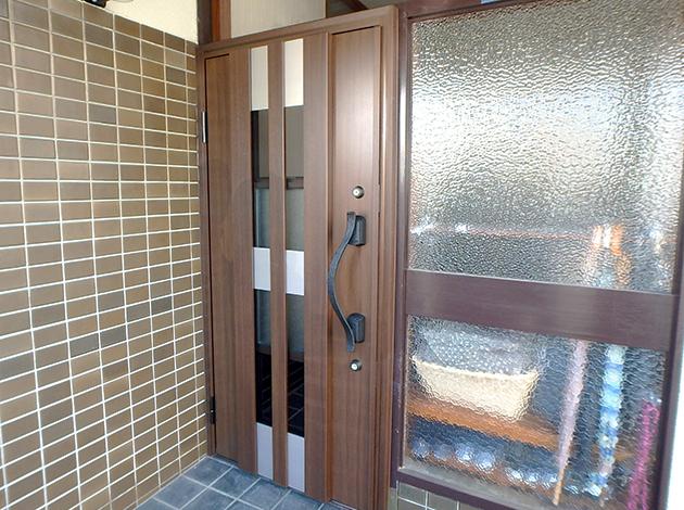 鍵しめたまま採風できる快適な玄関に。防犯性もバッチリのYKKAPドアリフォーム! 香芝市A様邸