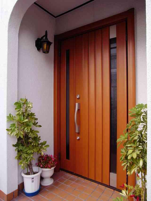 重厚感溢れる木目柄扉で玄関ドアのリフォーム 奈良市O様