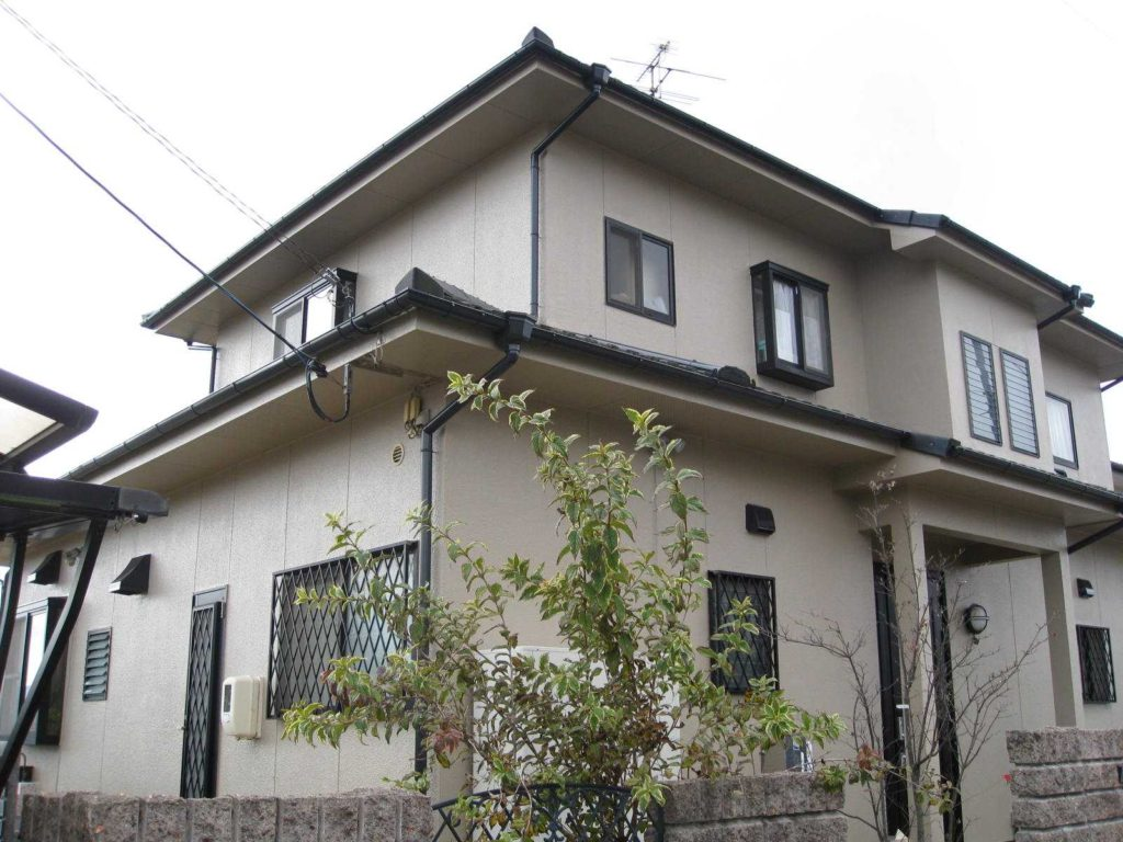外壁塗り替えで長年の汚れも解決 奈良市H様邸