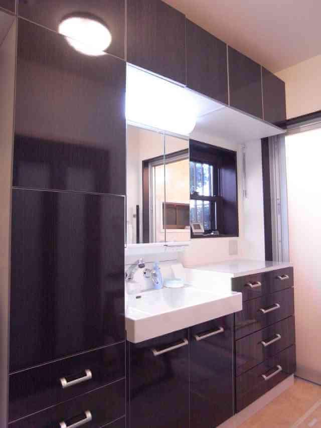 広く明るい洗面所リフォーム。お風呂への動線もバッチリ 奈良市I様邸
