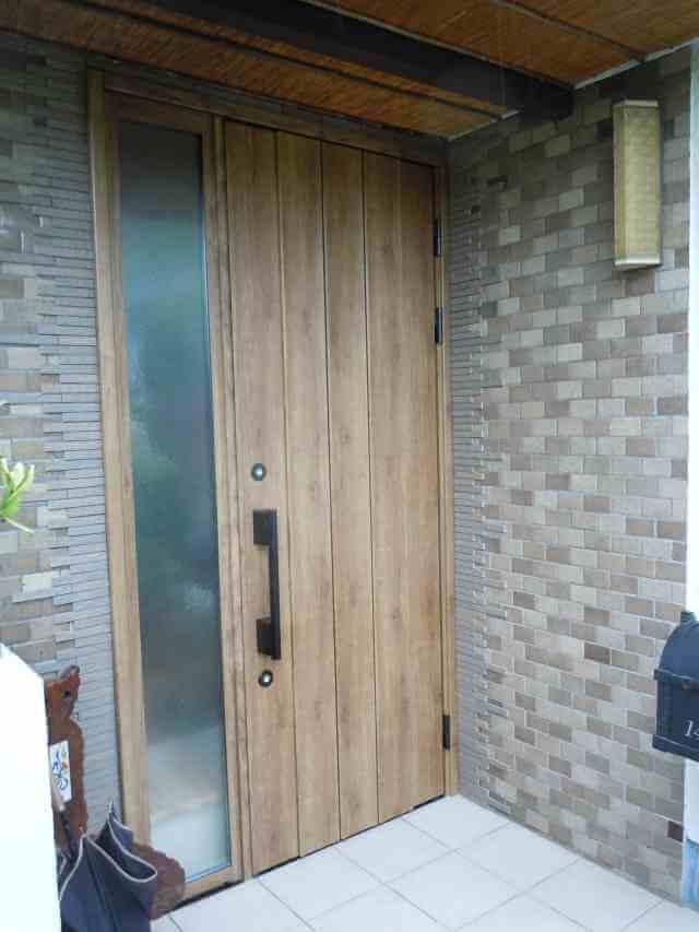 お家の顔でもある玄関ドアもナチュラルにリフォーム 奈良市S様邸