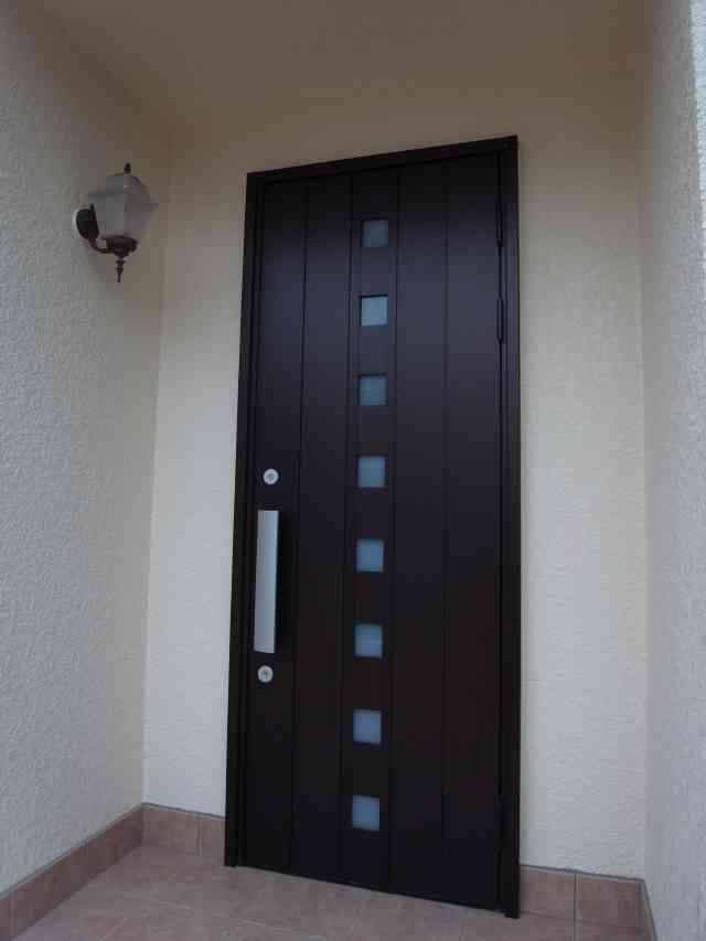 シンプルモダンでおしゃれな玄関ドアに変身 奈良市Y様邸