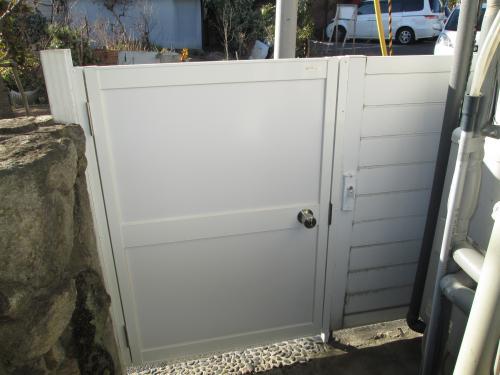 外開き門扉の半分を内開きに交換 生駒市K様邸