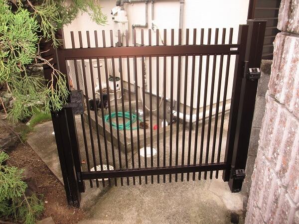 門扉交換と木製フェンス塗装で別荘の雰囲気を一新! 生駒郡平群町O様邸