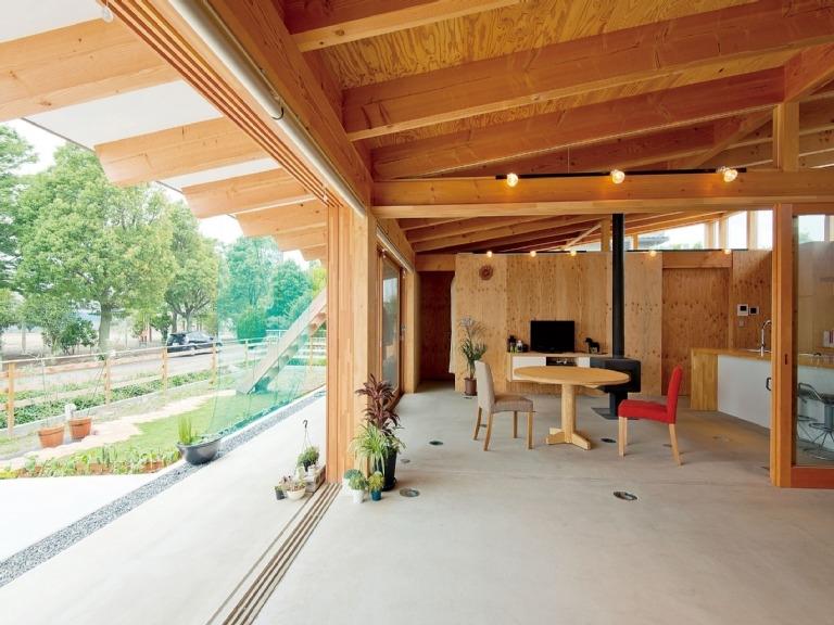 玄関から室内と室外の空間を一体化