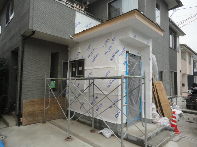 玄関を増築することで1部屋確保