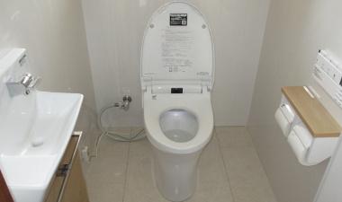トイレ機器と床・壁を一新!