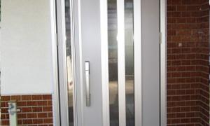防犯・安全・快適機能が満載の玄関ドアにしました!