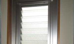 ルーバー窓へ交換で雨の吹き込みの心配無し!
