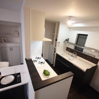 2列配置の対面キッチン