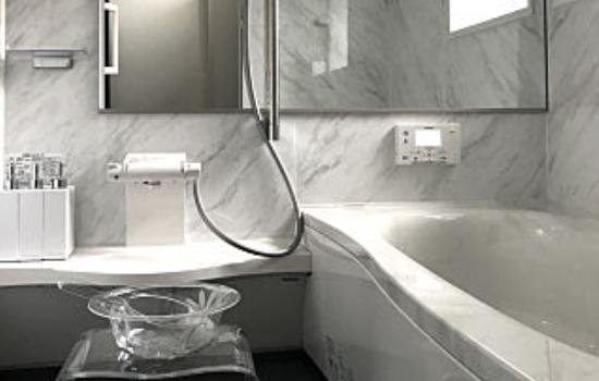 人工大理石製浴槽のシステムバスにする
