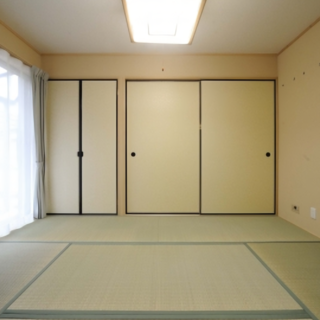 洋室を和室へリフォームしモダンな和の畳スペース