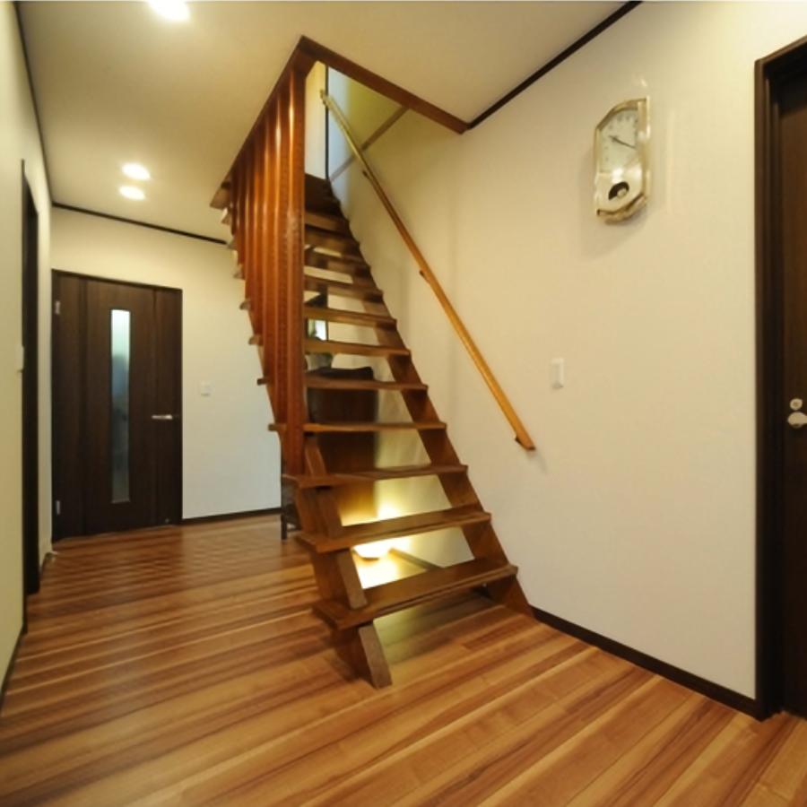 廊下リフォームで階段はそのままに、内装や照明計画